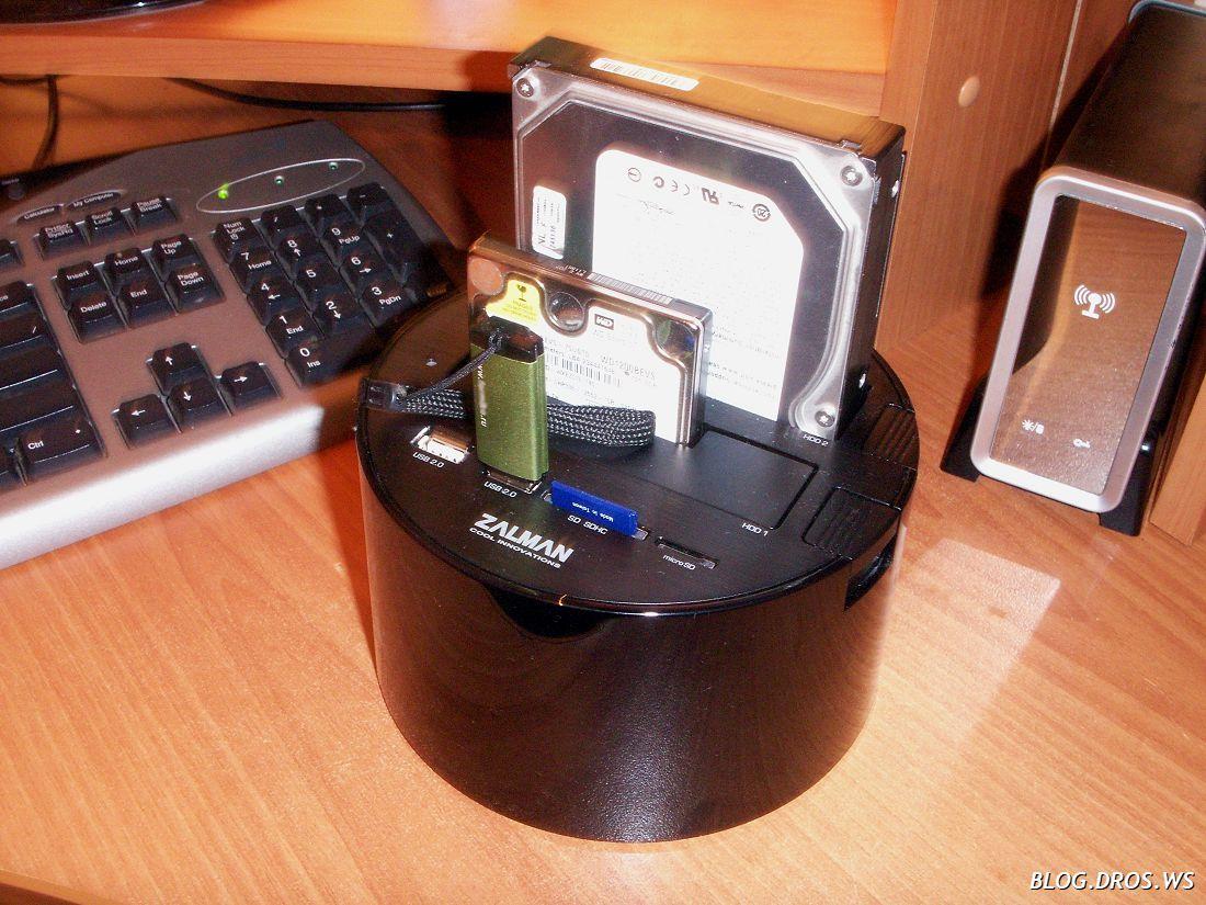 Общий вид. Справа - Sata-USB напарник, AgeStar что-то там