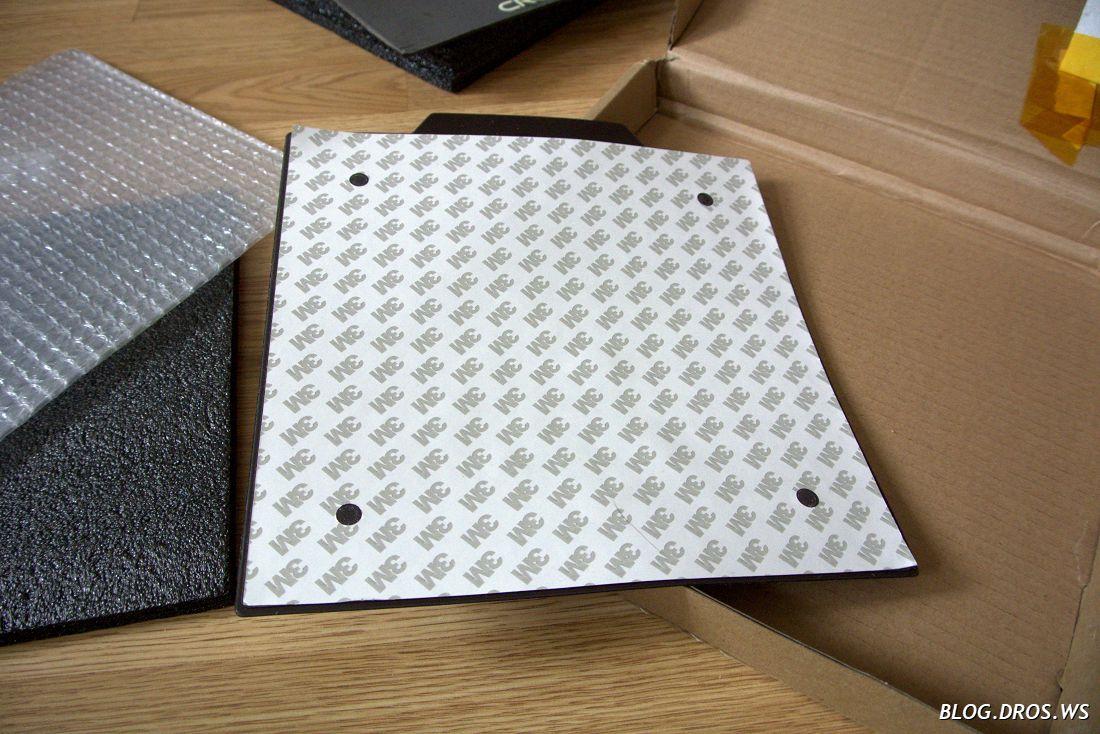 Защитная наклейка от утеплителя наклеена на только что снятое основание подложки