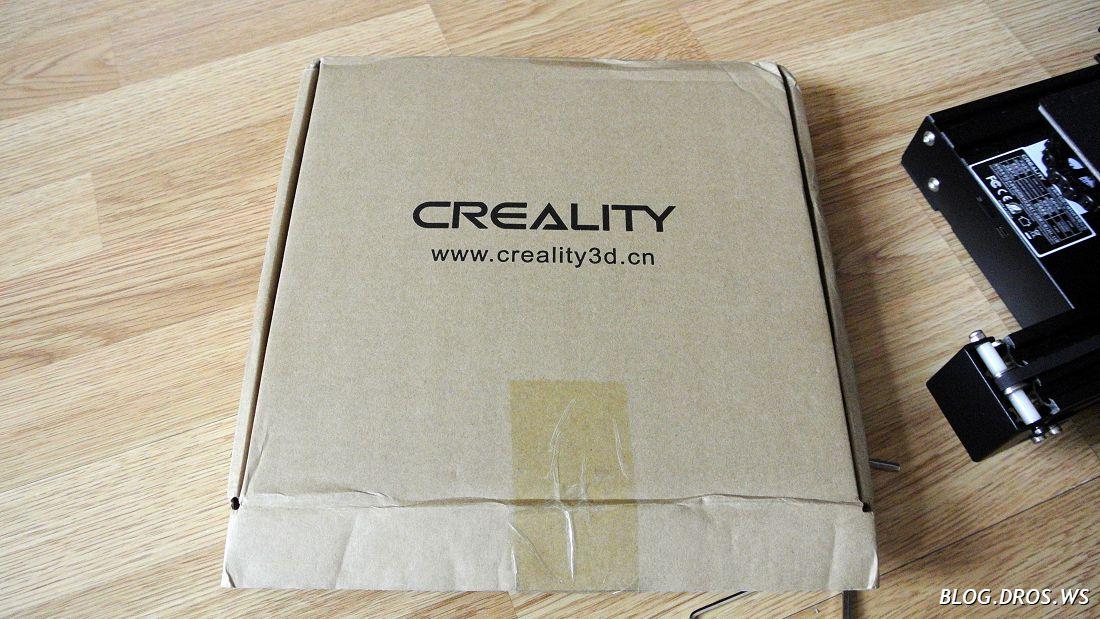 В такой коробке приезжает ультрабаза. Утеплитель был подклеен с внешней стороны.