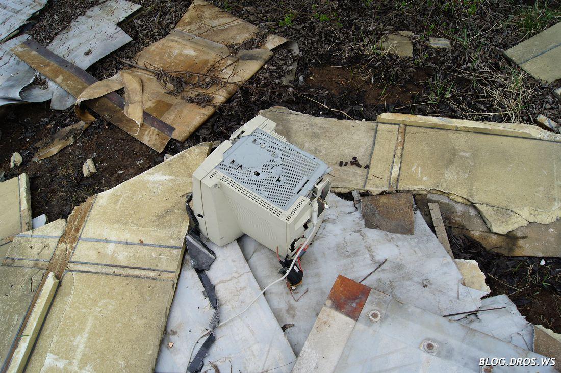 Моник из бытового мусора