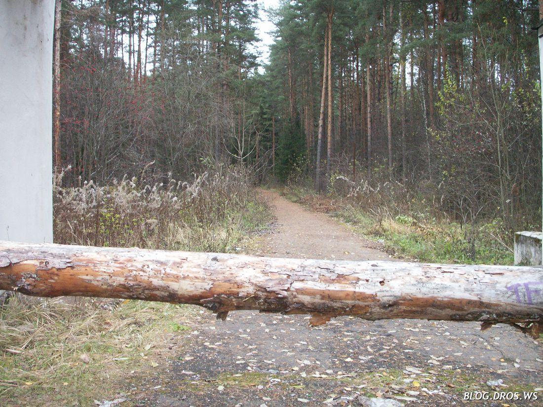 Деревянный шлагбаум
